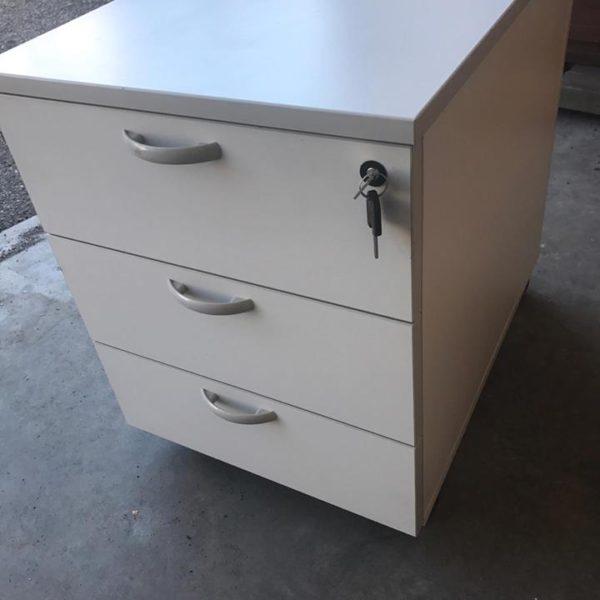 Trendy cassettiera per ufficio with cassettiera per ufficio for Cassettiera in metallo ikea